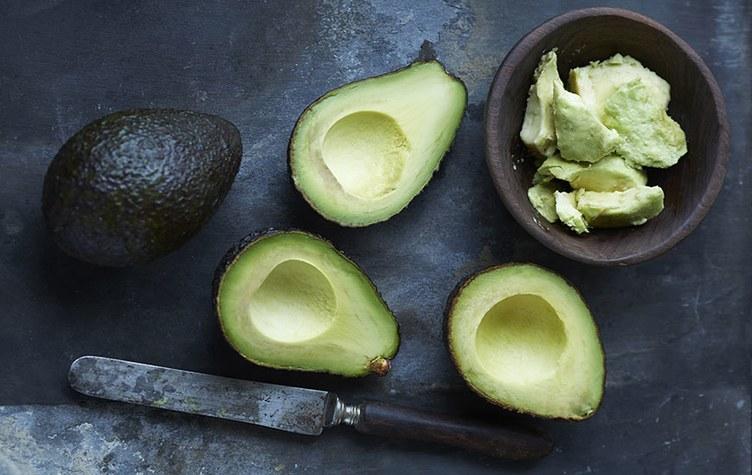 Авокадо и нож